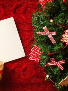 Картинка Рождественские подарки с лентой 240x320