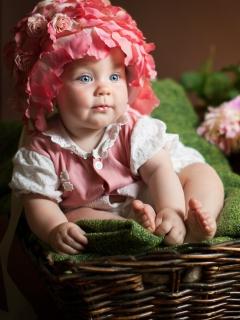 Картинка милый ребенок с голубыми глазами 240x320
